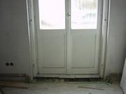 Balkontuer-vor-der-Reparatur-mit-defekter-Schwelle