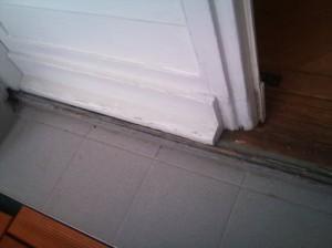 falsche-Bauausfuehrung-am-Fenster-Wassereintritt
